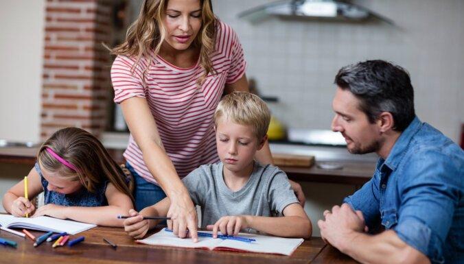 Pedagogi: attālinātajā mācību procesā ļoti būtiska ir atgriezeniskā saite ar vecākiem
