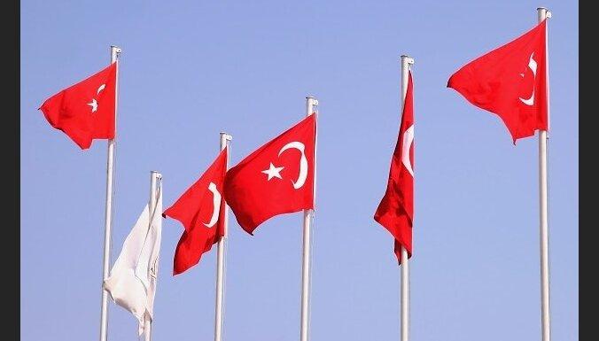 Turcija norāda uz NATO pienākumu aizsargāt tās robežas pēc bēgļu nometnes Turcijā apšaudes no Sīrijas