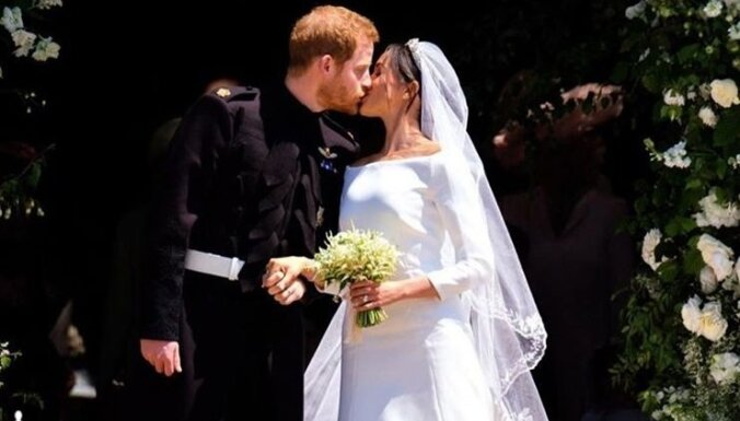 Секрет свадебного наряда Меган: кусочек синего платья с первого свидания с Гарри в подкладке