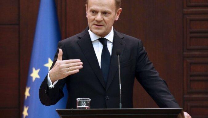 ES decembrī pagarinās sankcijas pret Krieviju, pārliecināts Tusks