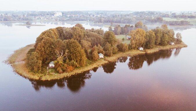 ФОТО. Ночлег посреди озера: интересное место отдыха в Латгалии