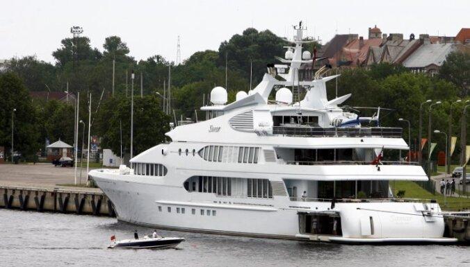 В Риге пришвартовалась роскошная 77-метровая яхта