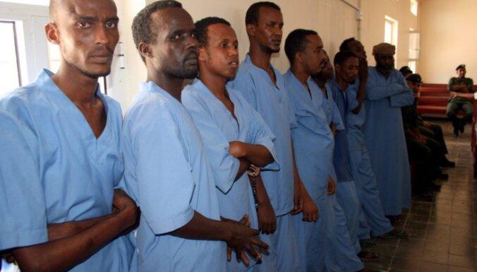 Францию обязали выплатить компенсацию сомалийским пиратам
