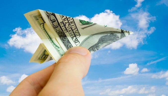 ASV dolāra vērtība krītas, FRS norādot uz iespējamu procentlikmju samazināšanu