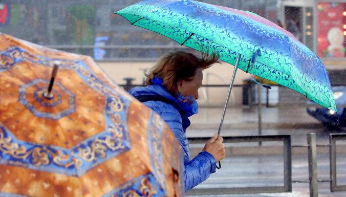 Piektdien Latvijā gauži pūtīs, daudzviet gaidāms lietus un sniegs