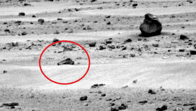 NASA fotogrāfijā no Marsa saskatīts citplanētiešu ierocis
