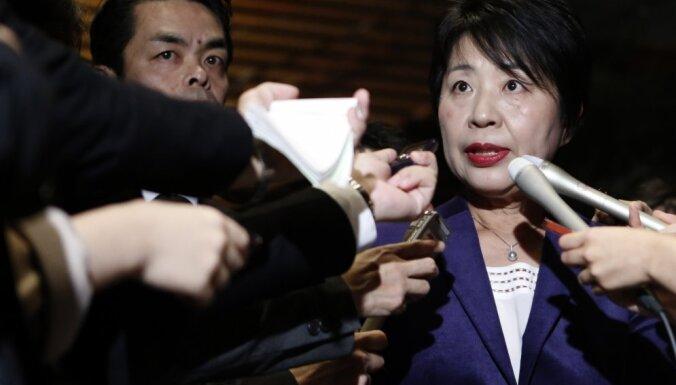 Japānā balsu pirkšanas skandāls - atkāpjas divas ministres