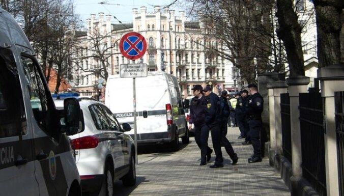 Очевидец: На пиките у посольства Украины полицейских было в 10 раз больше, чем протестующих (видео)