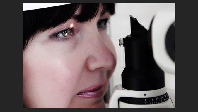 Носить контактные линзы вредно?