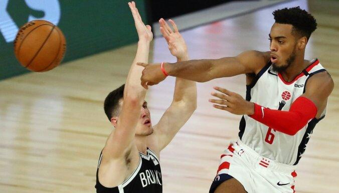 Kurucs pirmo reizi NBA karjerā spēli sāks centra pozīcijā