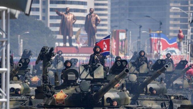 В КНДР прошел военный парад: без баллистических ракет и речи Ким Чен Ына