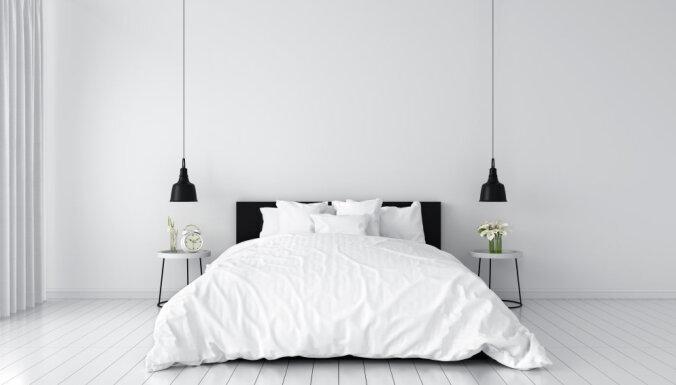 Guļamistaba baltos toņos