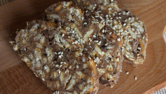 Riekstu un cepumu saldā desa