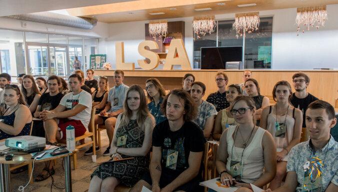 Video: Izglītības ministre un politikas veidotāji diskutē ar studentiem