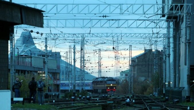 Limbažu novada iedzīvotāji satraukti par 'Rail Baltica' projektu; daži to salīdzina ar monstru