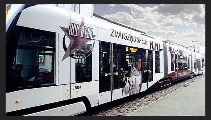 Rīgā sācis kursēt KHL Zvaigžņu spēlei veltīts tramvajs