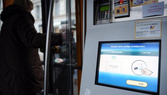 'Rīgas satiksme' salabojusi automātus, kuri par biļeti nepamatoti iekasēja 1,20 eiro