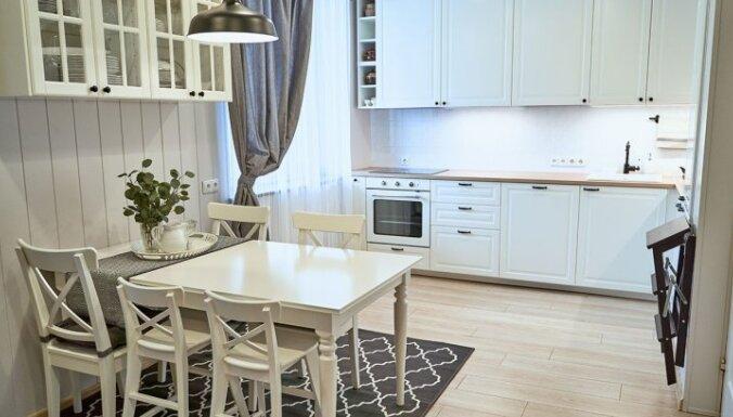 Dizainera padomi, kā vizuāli paplašināt virtuvi
