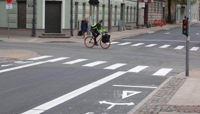 Pirmdien avārijās cietuši 18 cilvēki, puse no tiem – velosipēdisti