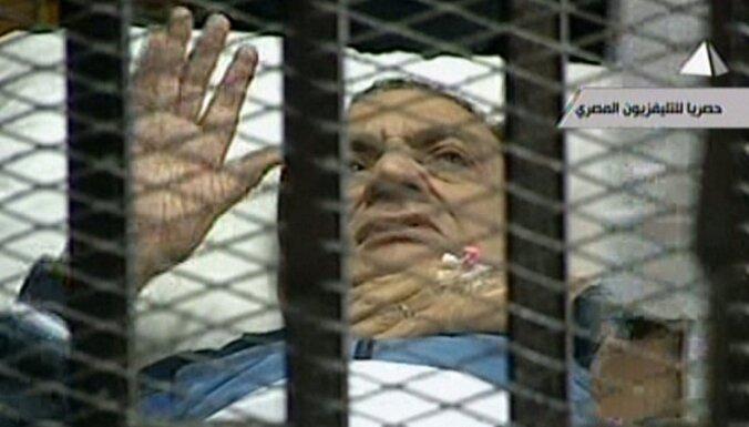 Atsākusies Hosni Mubaraka lietas izskatīšana tiesā