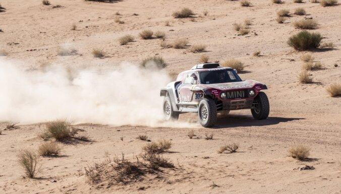 Dakaras rallijreidā ceturtais uzvarētājs četros posmos, motociklu klasē blīvi rezultāti