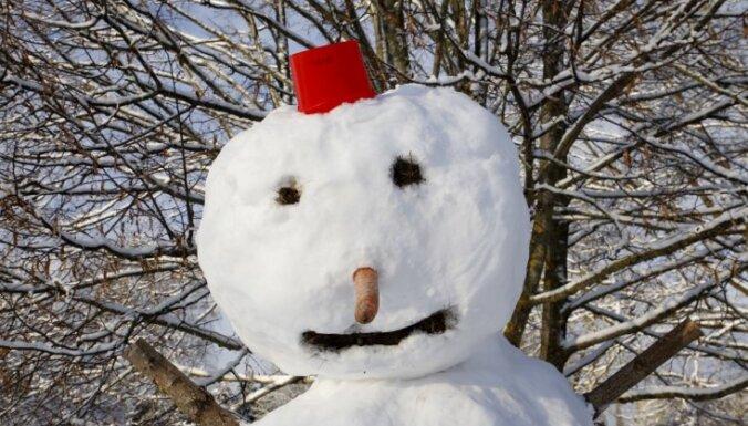 Жители сообщают о почти полуметровом слое снега в Тукумсе
