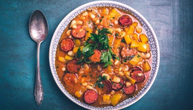 Готовим в мультиварке: суп с фасолью и сардельками