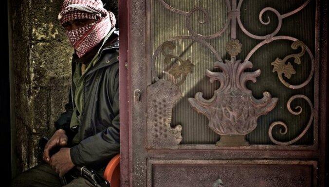 Pārkāpjot pamieru, Sīrijas bruņotie spēki apšauda divus Homsas rajonus