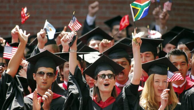 Администрация Трампа передумала депортировать иностранных студентов из-за онлайн-обучения