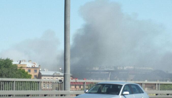Очевидцы: в центре Риги горит автосервис