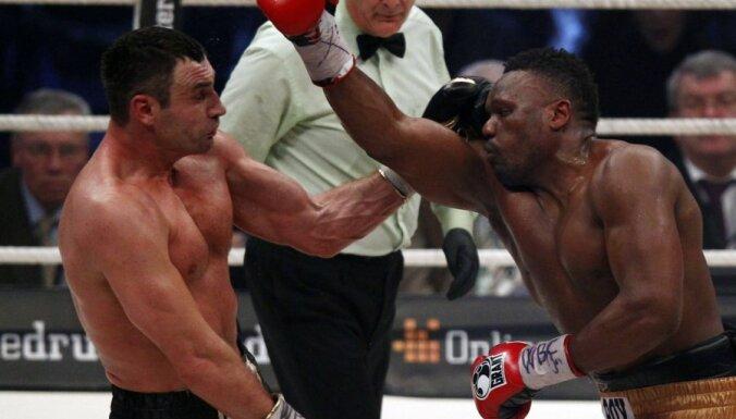 Виталий Кличко победил Чисору и отстоял титул