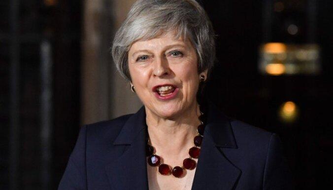 """Мэй едет в Брюссель заключать сделку по """"брекситу"""". Испания грозит ее сорвать"""