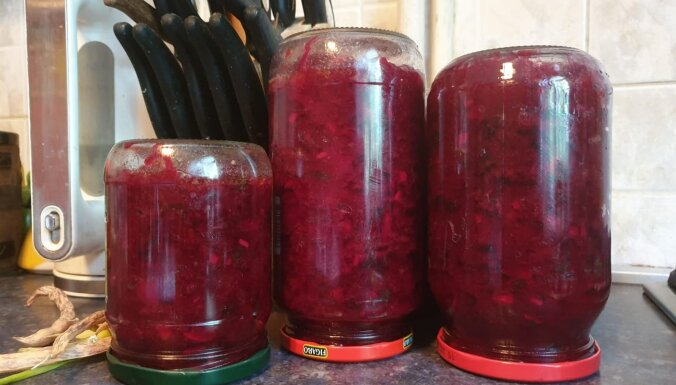Pikantie biešu salāti ar papriku un ķiplokiem ziemai bez pasterizēšanas