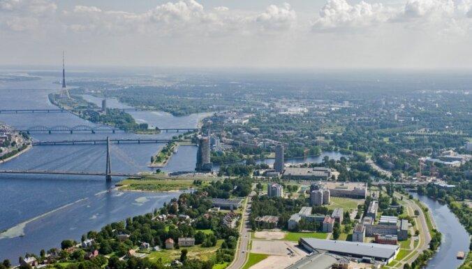 Рижан просят не гулять и не заниматься спортом в Межапарке, на Луцавсале и в парках центра Риги