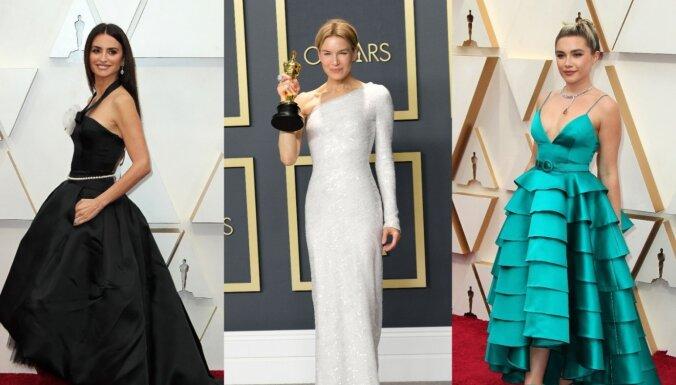 Foto: Elegance ar vērienu – kinozvaigžņu iespaidīgie tērpi 'Oskaru' naktī
