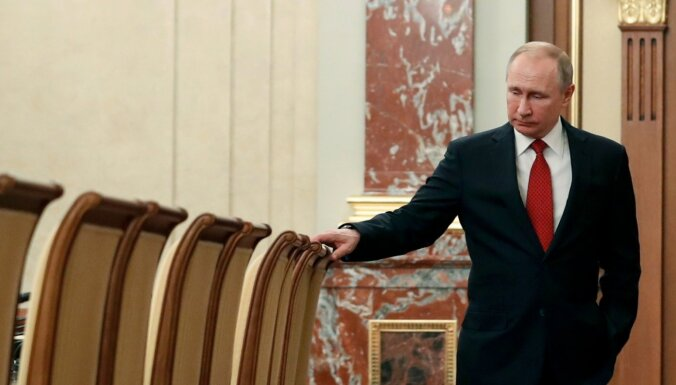 Demisionē Krievijas valdība