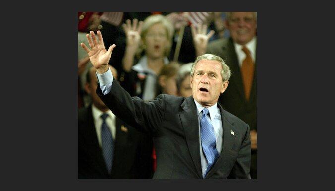 Saskaņā ar sākotnējiem vēlēšanu rezultātiem Bušs vadībā 22 štatos, Kerijs - 12 pavalstīs un Kolumbijas apgabalā