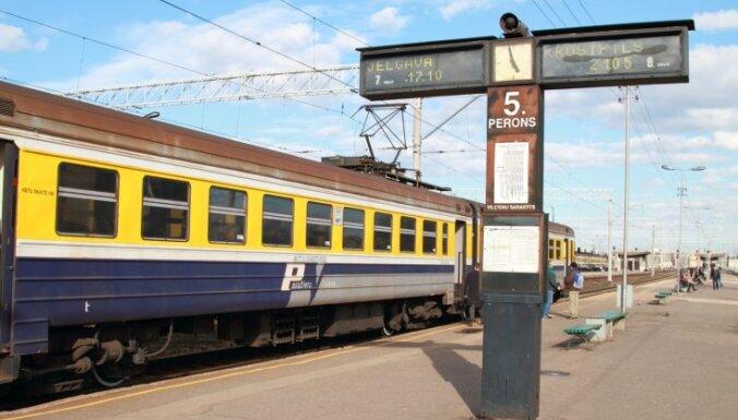 Rīdziniekiem piemēros atlaides braucieniem vilcienos pilsētas robežās