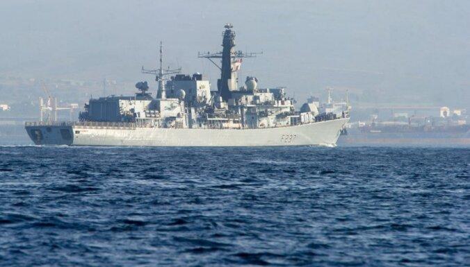 Gibraltārā ierodas britu karakuģi