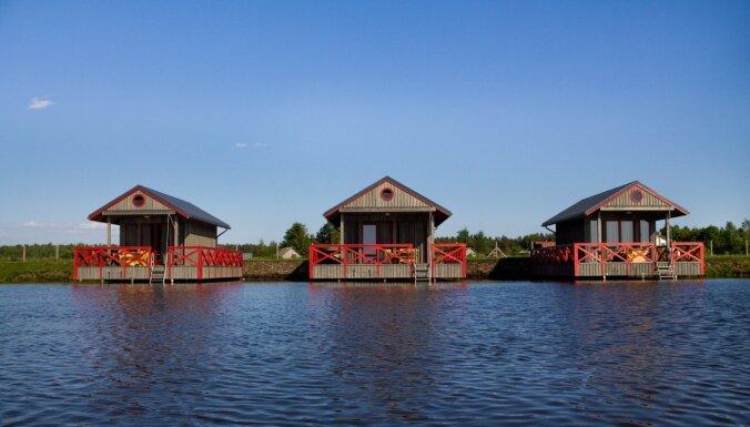 ФОТО. Забавное место для ночлега – дома на воде под Ригой
