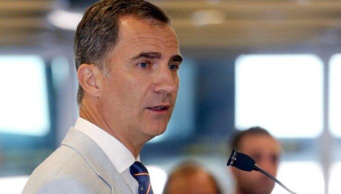 Spānija joprojām bez valdības: karalis atliek konsultācijas ar partijām