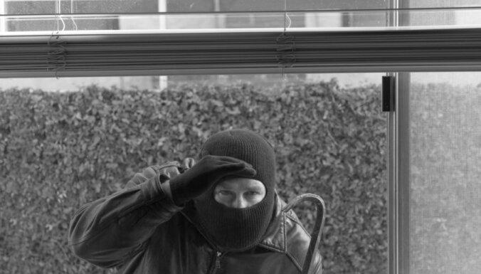 Очередное нападение на пенсионерку: похищено 45 латов