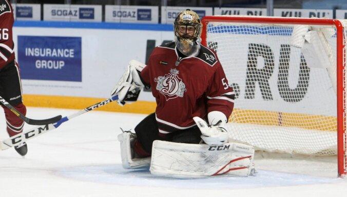 Medijs: Rīgas 'Dinamo' sastāvā nepaliks vārtsargs Salāks