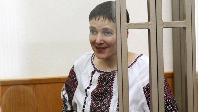 Krievijas prokurors prasa Ukrainas lidotājai Savčenko 23 gadu ieslodzījumu