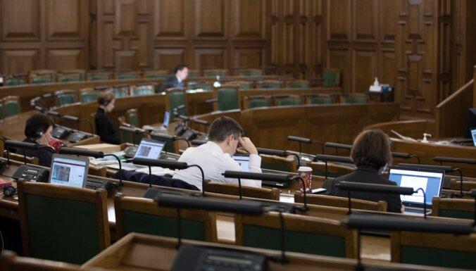 Saeima atbalsta iespēju patvēruma meklētājiem ļaut sākt strādāt agrāk