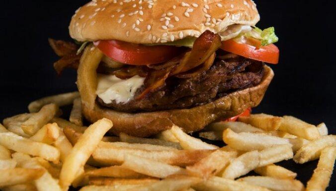Kanāriju salās atsavināta tonna hamburgeru ar zirga gaļu