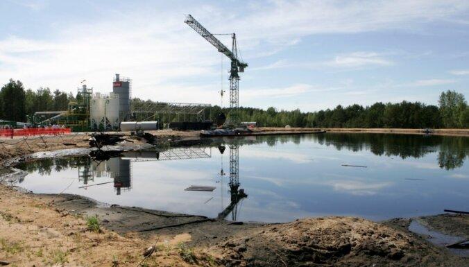 Vilcināšanās ar lēmumu par gudrona dīķiem radīs papildu izmaksas Latvijai, uzsver MUEG