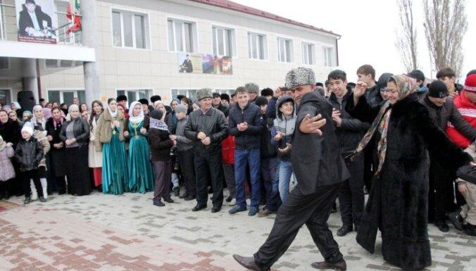 Лиепниекс: латыши сидят и плачут, чеченцы — танцуют