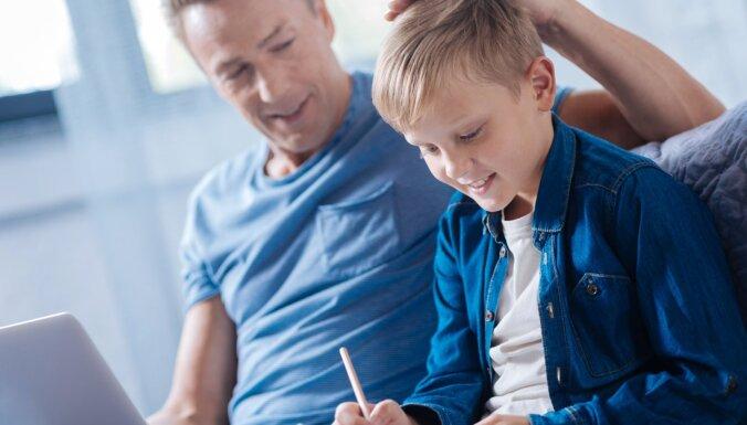 Kāpēc bieža un nejauša bērna slavēšana var būt riskanta
