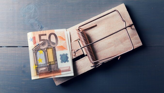 Фальшивые деньги: в Банке Латвии рассказали, какие банкноты подделывают чаще всего